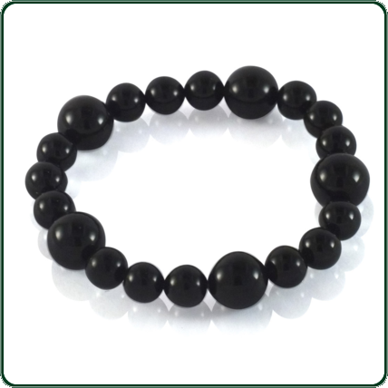 Elegant in its simplicity, this black Jade pearl-like Jade bracelet features fifteen small spheres interspersed with five larger stones (5 beads 10mm, 15 beads 7mm).